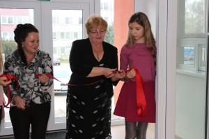 Slávnostné strihanie pásky p. starostka s riaditeľkou